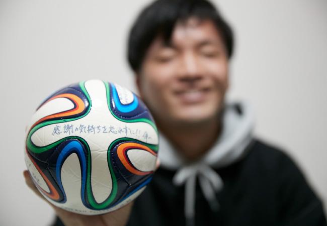 部屋に飾るサッカーボールは一生の宝物