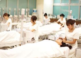 メイク・ネイル・エステ・ファッションの東京総合美容専門学校
