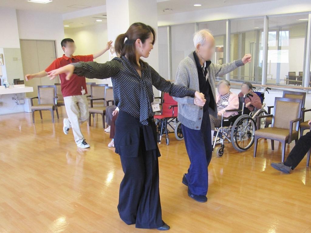 楽しく踊って健康に!「社交ダンス倶楽部」